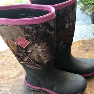 Shoes - Women's muck boots